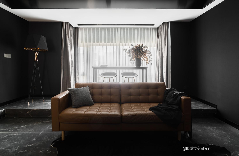 黑色调现代简约风装修沙发设计图