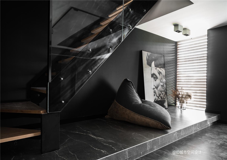 黑色调现代简约风地台休闲区装修效果图