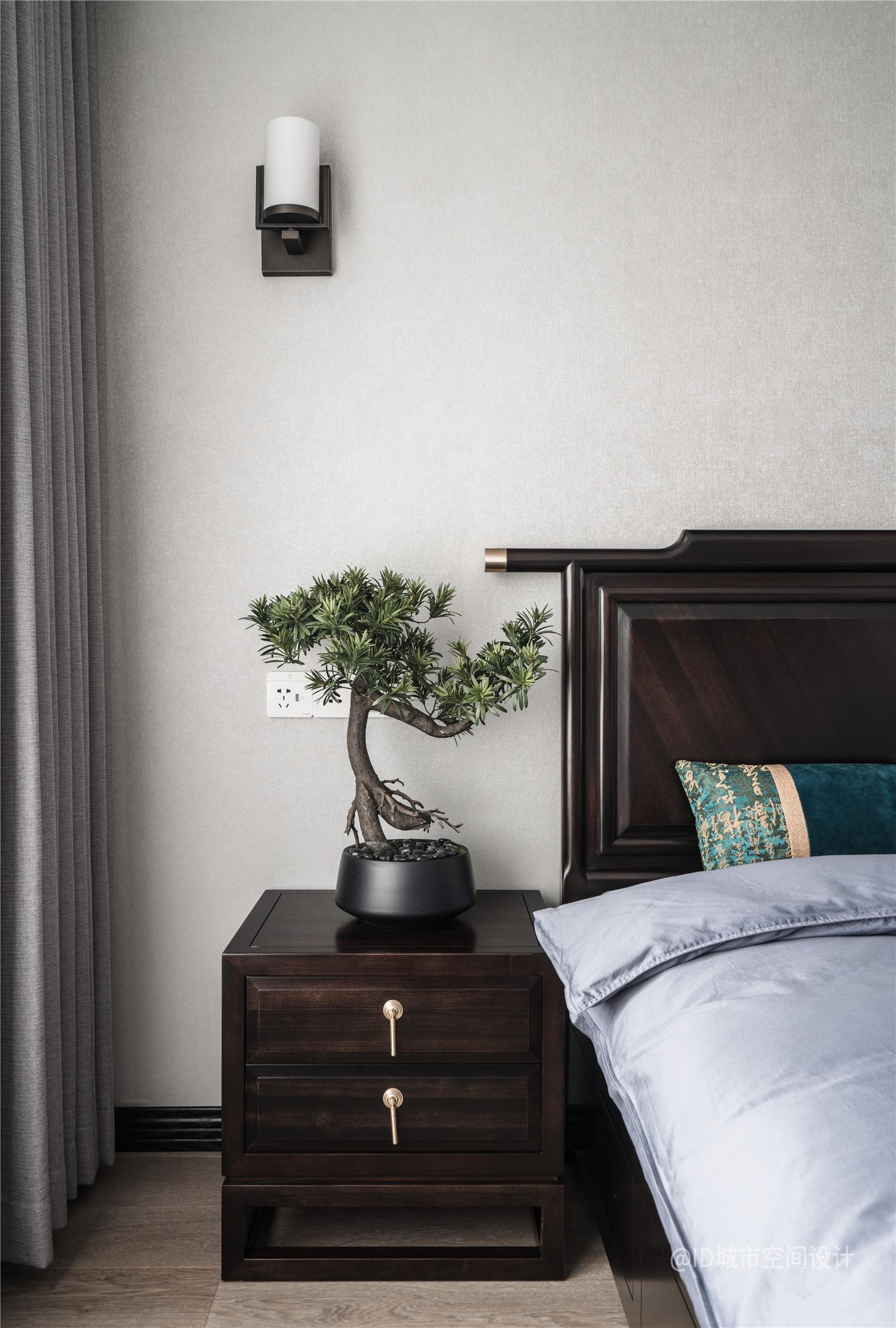 新中式风三居室装修床头柜设计图