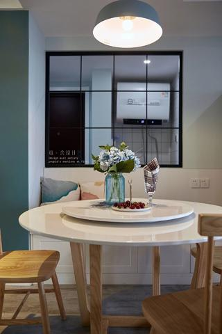 北欧风格三居装修餐桌设计图