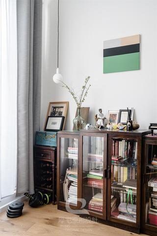 87平米二居室装修书柜设计