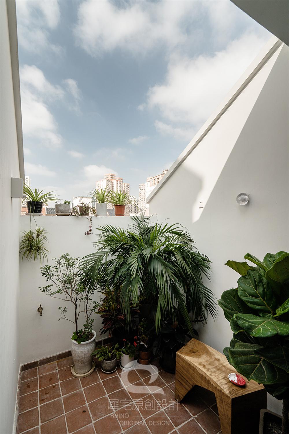 87平米二居室露台装修效果图