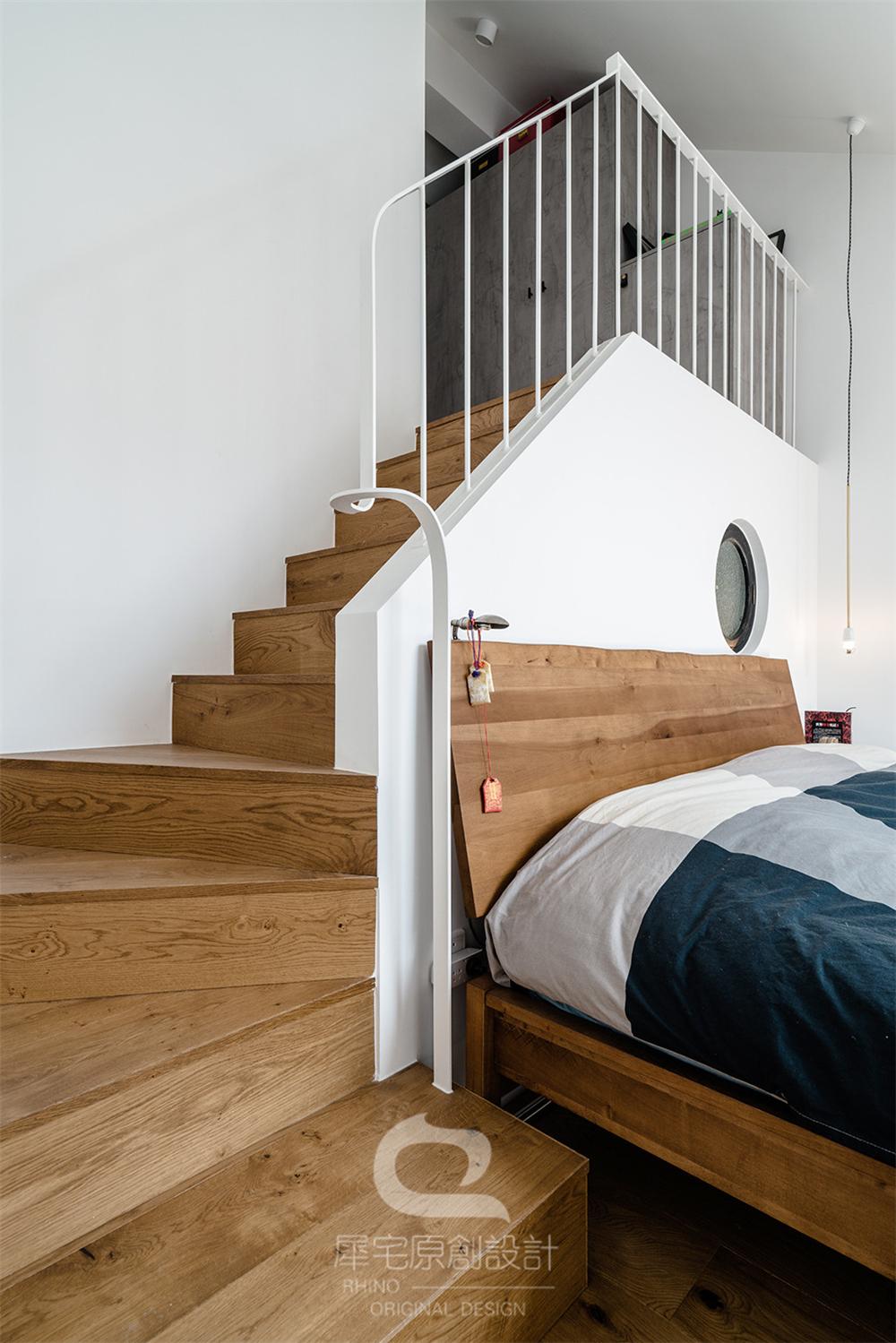 87平米二居室楼梯装修效果图