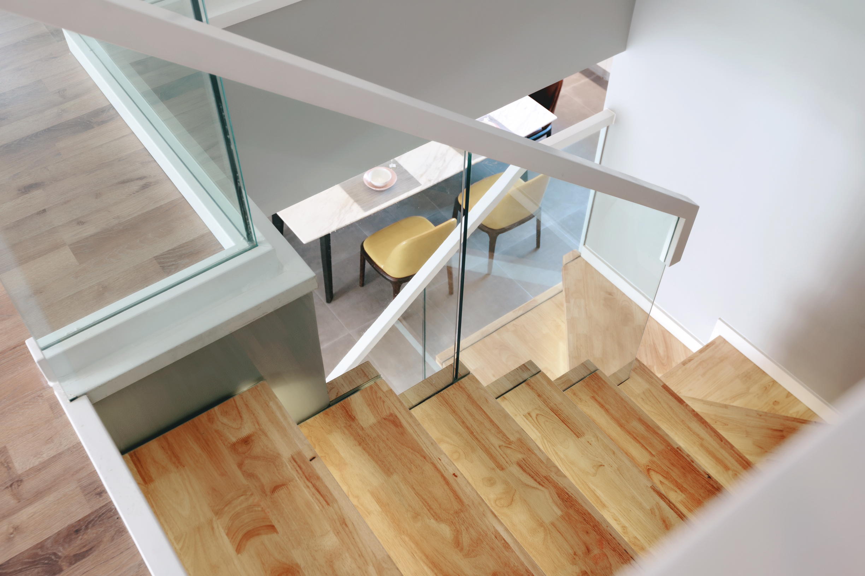 大户型现代简约楼梯装修效果图