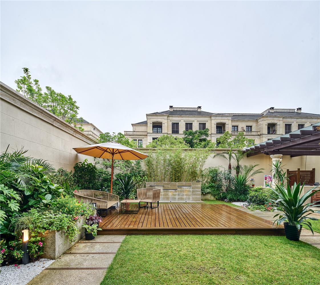 美式轻奢别墅装修花园庭院效果图