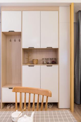 66平小户型两居装修玄关鞋柜设计