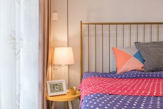 66平小户型两居装修床头一角