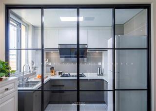 现代简约风格三居装修厨房黑框玻璃门设计