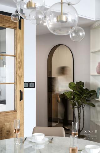 150㎡现代三居装修穿衣镜设计