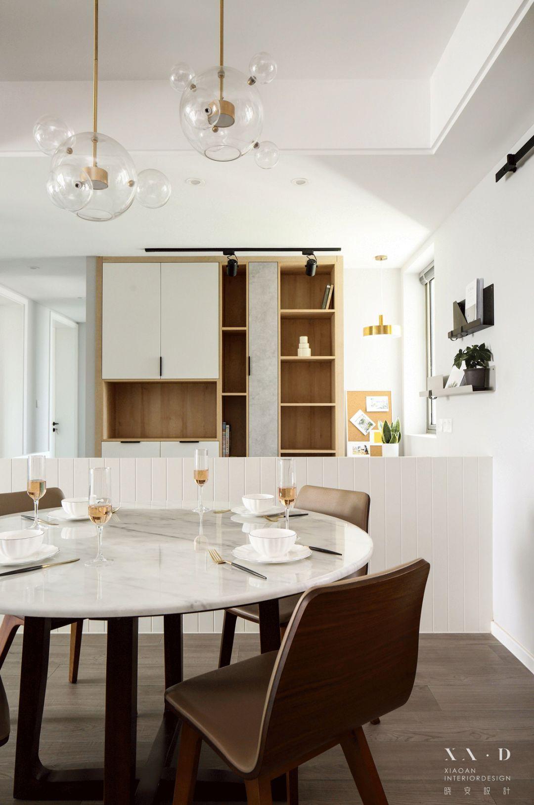 150㎡现代三居装修餐桌椅设计图