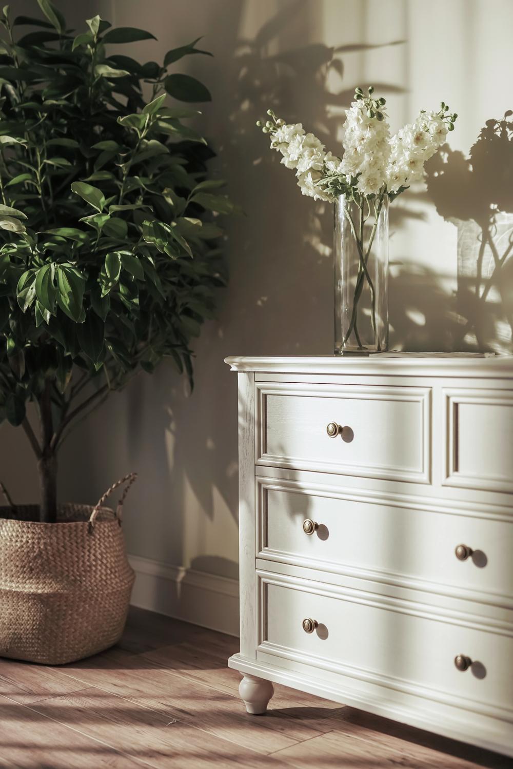 大户型美式风格装修卧室边柜设计