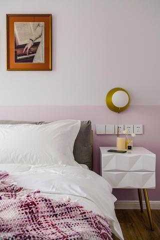 北欧风格三居室装修床头一角