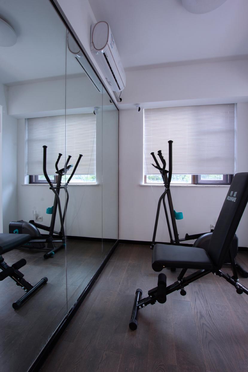 现代简约复式装修健身房设计图
