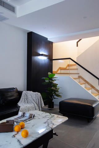 现代简约复式装修楼梯设计图