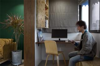 68㎡小户型两居装修阳台书桌设计