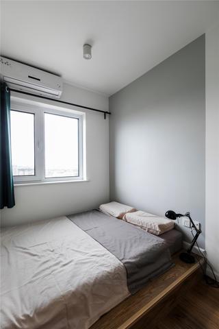 北欧风二居室装修地台床设计
