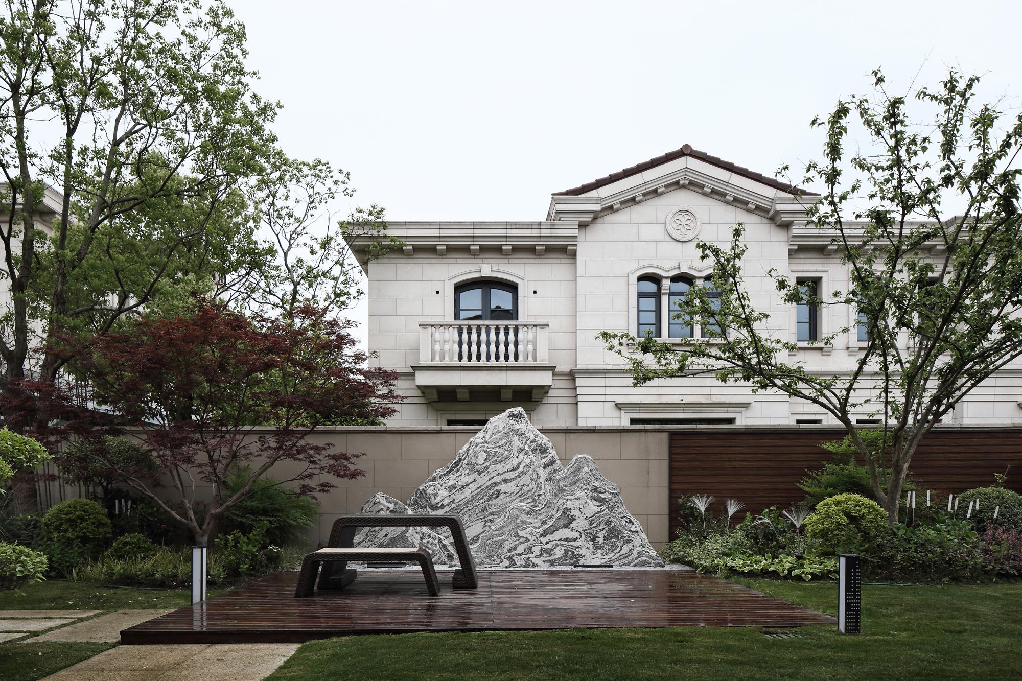 现代简约别墅装修庭院效果图