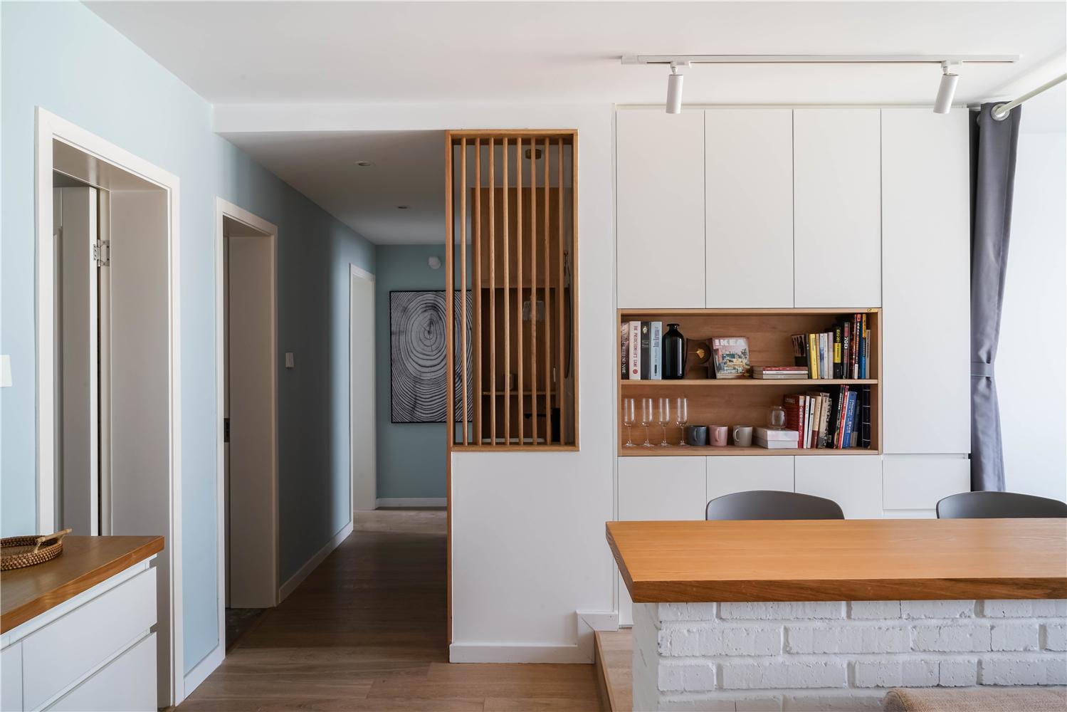 94平米三居室书柜装修效果图