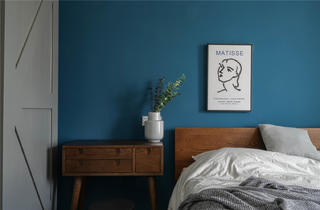 94平米三居室装修床头柜设计