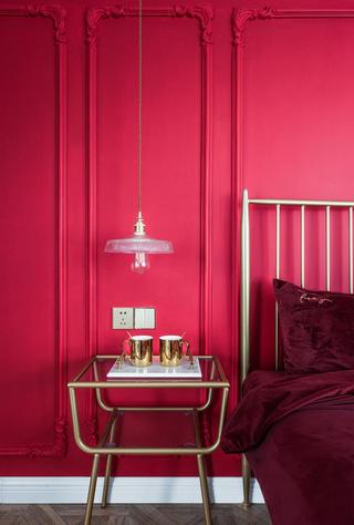 法式轻奢三居装修床头柜设计