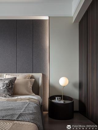 110㎡现代三居装修床头细节图