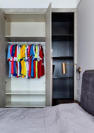 现代混搭风三居装修衣柜设计