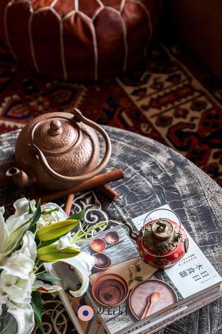 混搭风格三居室装修茶几小景