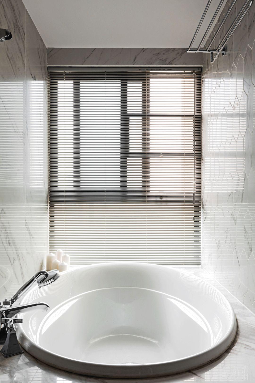 130平混搭风格装修浴缸设计