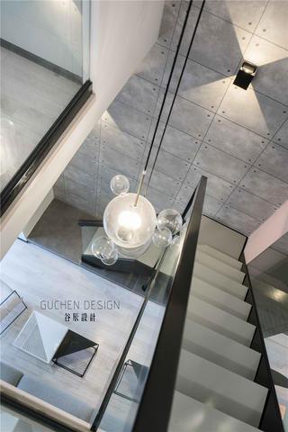 复式北欧风两居装修楼梯吊灯设计