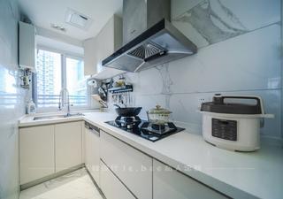 86平米三居室厨房装修效果图