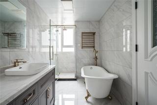 美式轻奢三居卫生间装修效果图