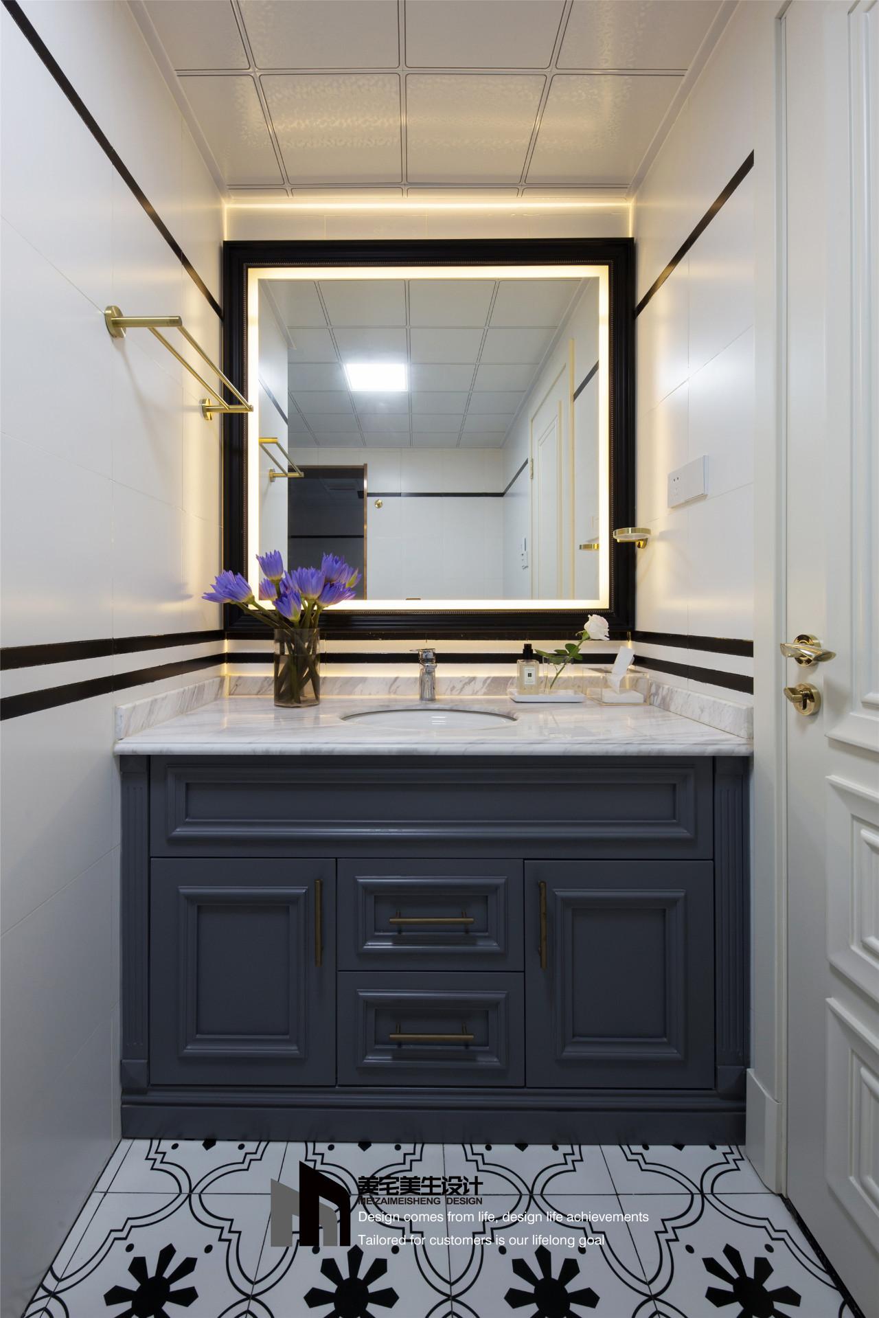 80㎡法式两居浴室柜装修效果图