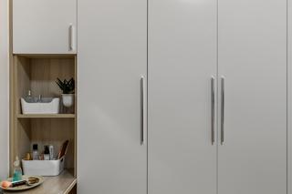 70平米二居室装修衣柜设计图