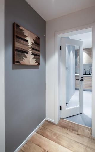 日式北欧风两居装修厨房玻璃门设计