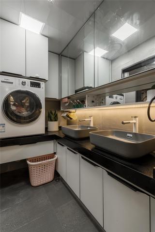 70平米二居室卫生间装修效果图
