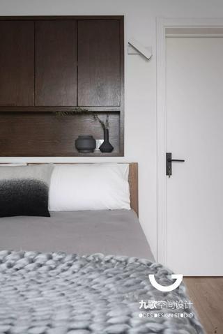 110㎡简约现代三居装修床头细节图