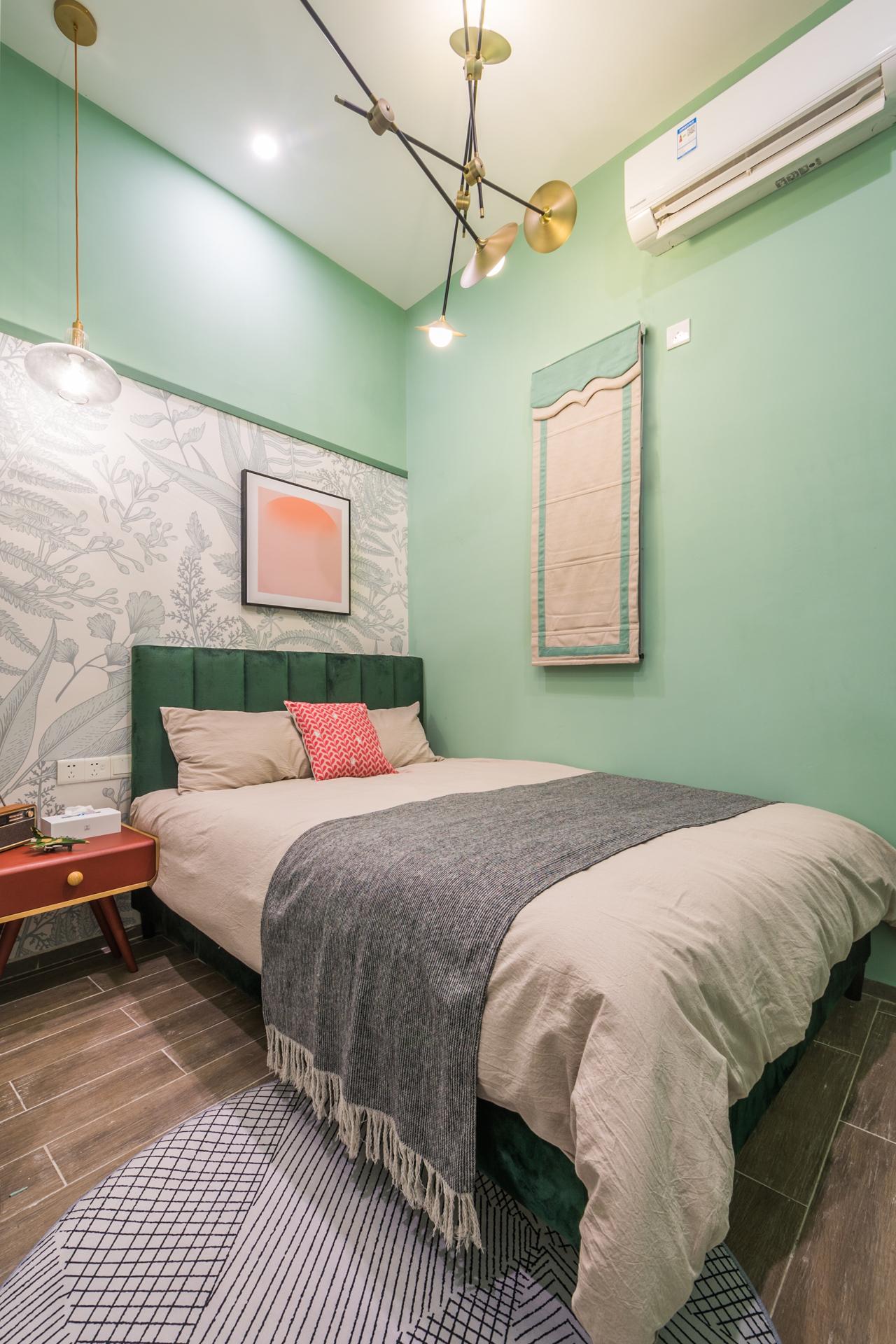 轻奢复古风三居卧室装修效果图