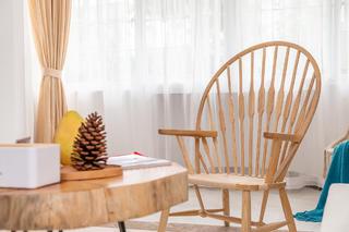自然日式风三居装修原木椅设计图
