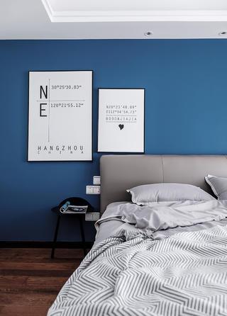 120㎡混搭三居装修床头挂画设计