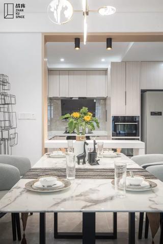 现代混搭风三居室装修餐桌设计图