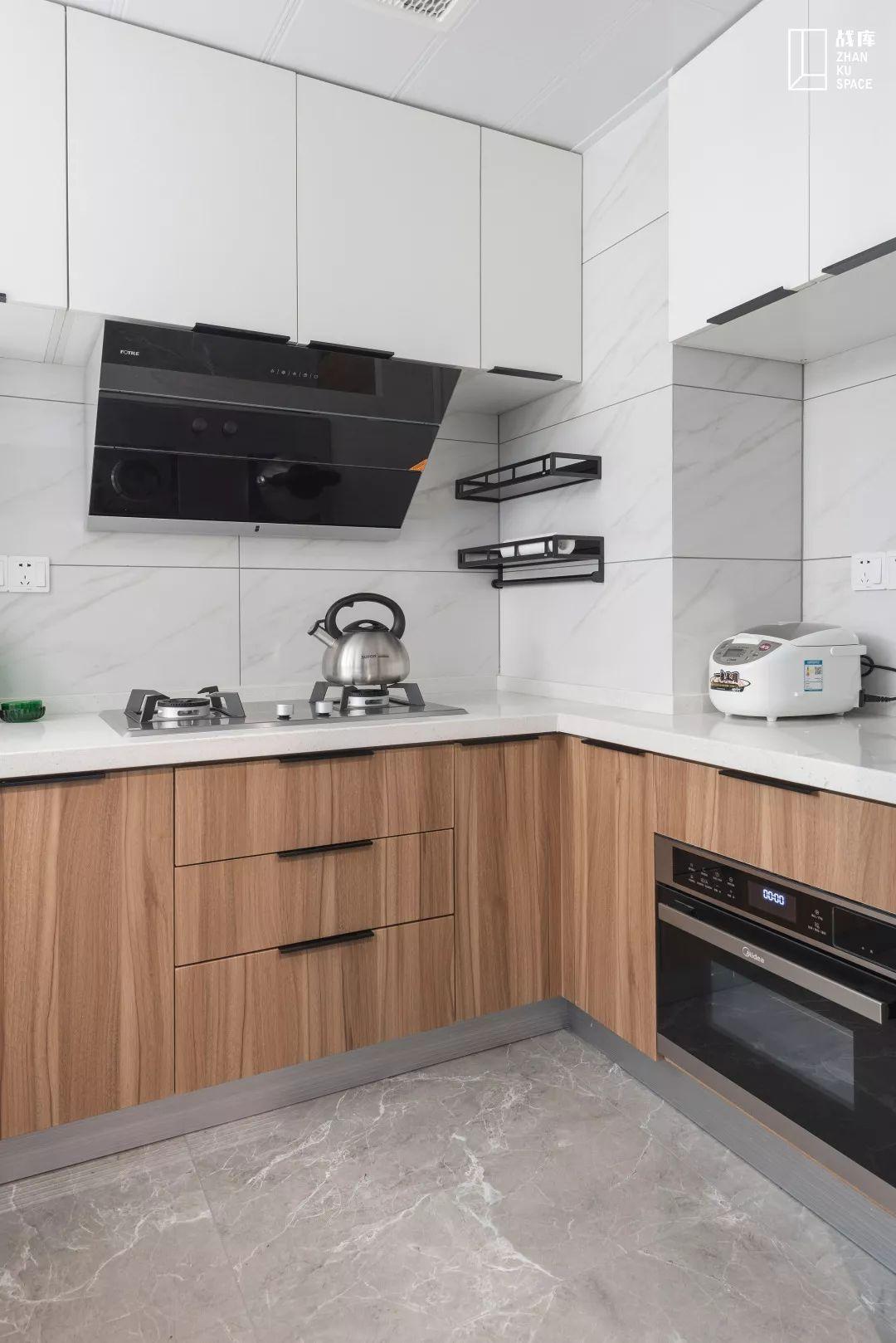110平米现代风厨房装修效果图