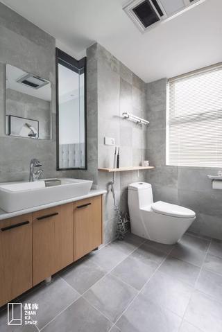 120平现代简约卫生间装修效果图