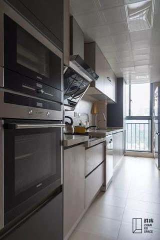 120平现代简约厨房装修效果图