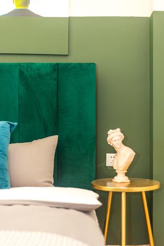 60㎡绿色两居室装修床头细节图