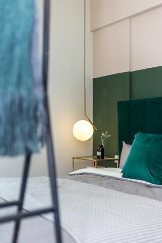 60㎡绿色两居室装修床头吊灯设计
