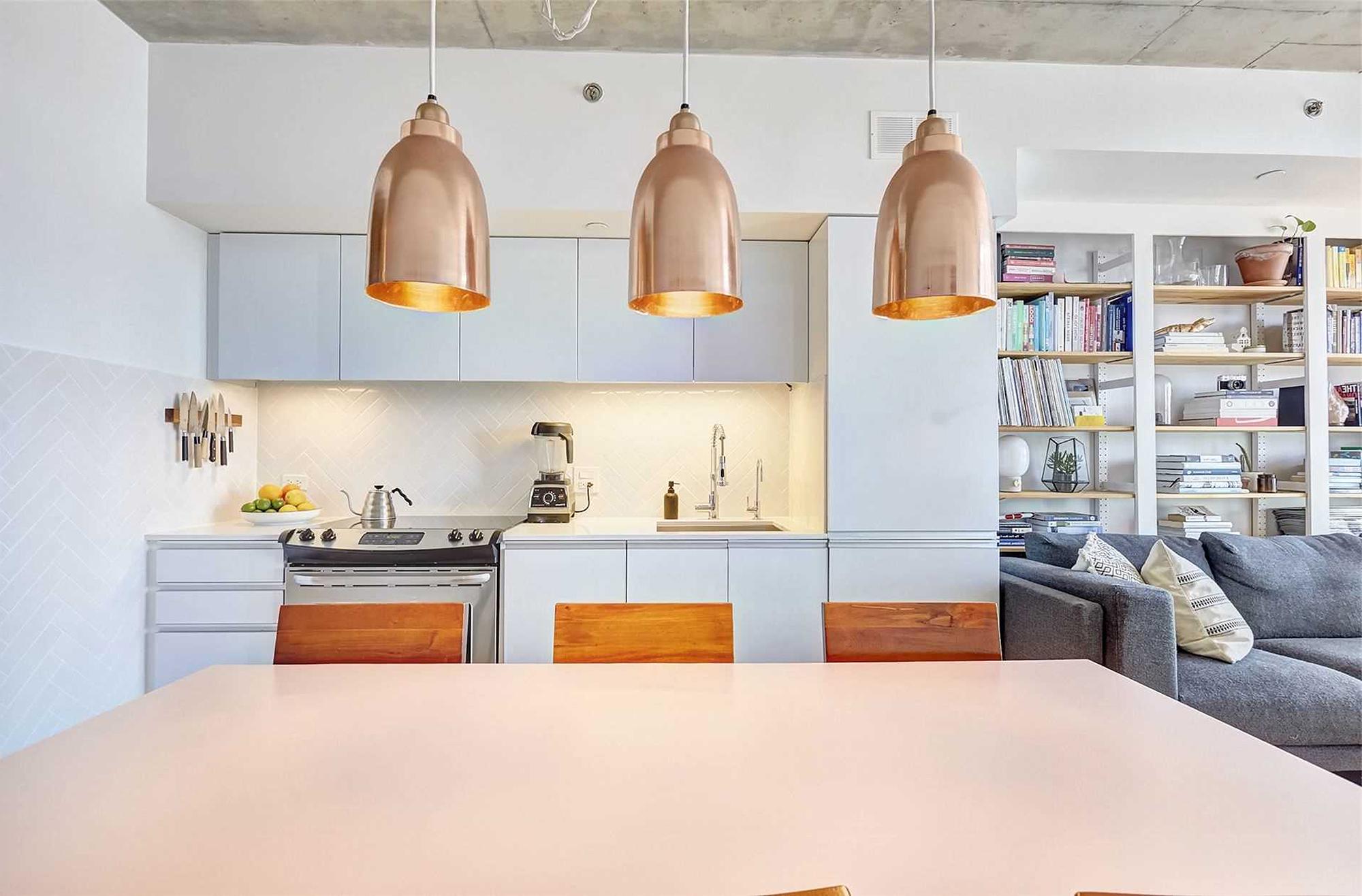 混搭风格一居室装修餐厅吊灯设计