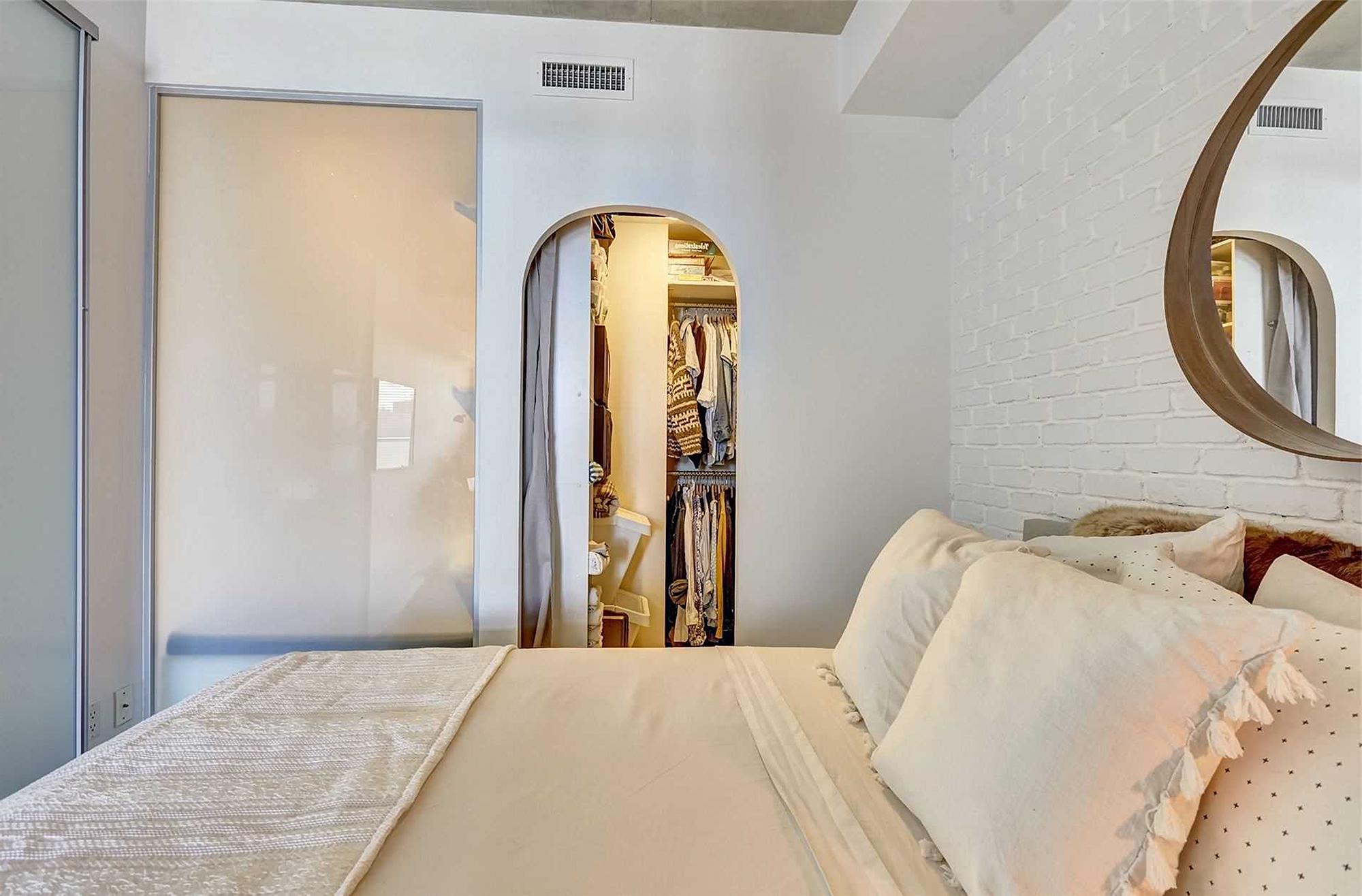 混搭风格一居卧室装修效果图