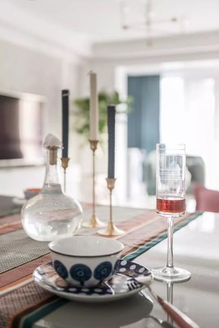 70平米两居室装修餐具摆件特写