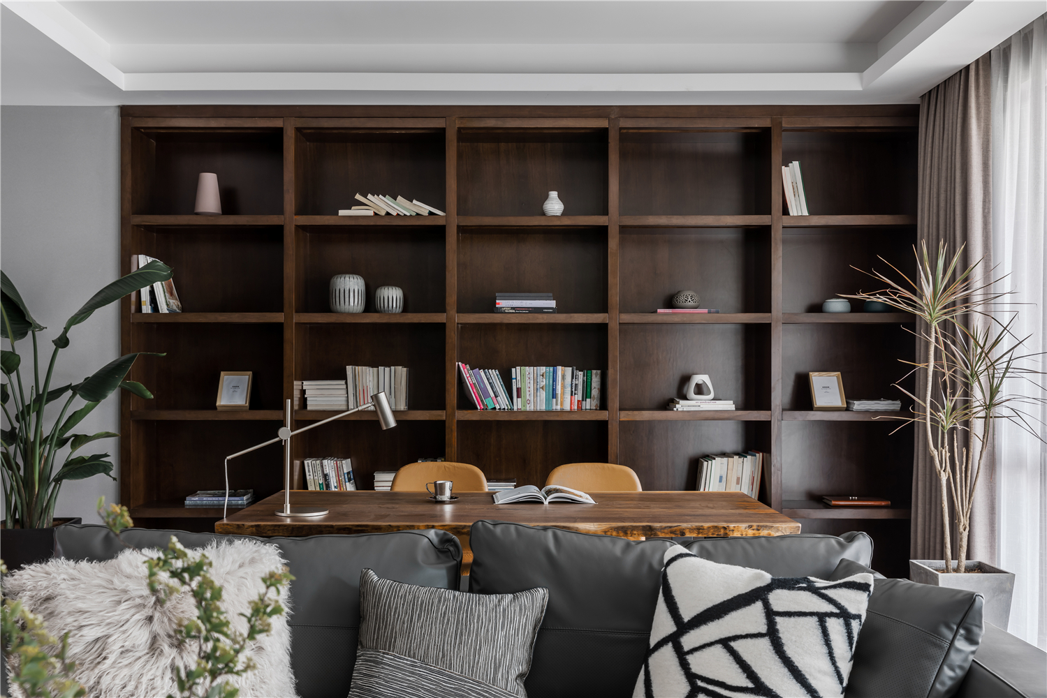 140平现代简约书房装修效果图
