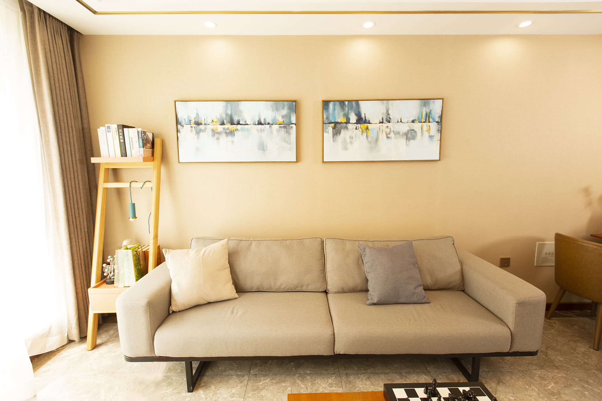 74平米二居室沙发背景墙装修效果图